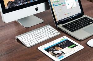 macbook-606763_1280 (1)